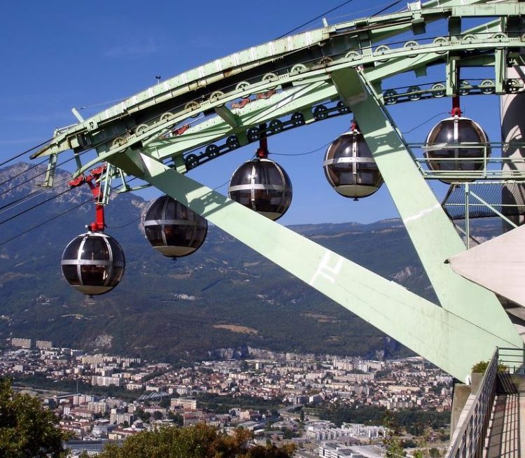 The pod cable car in Grenoble