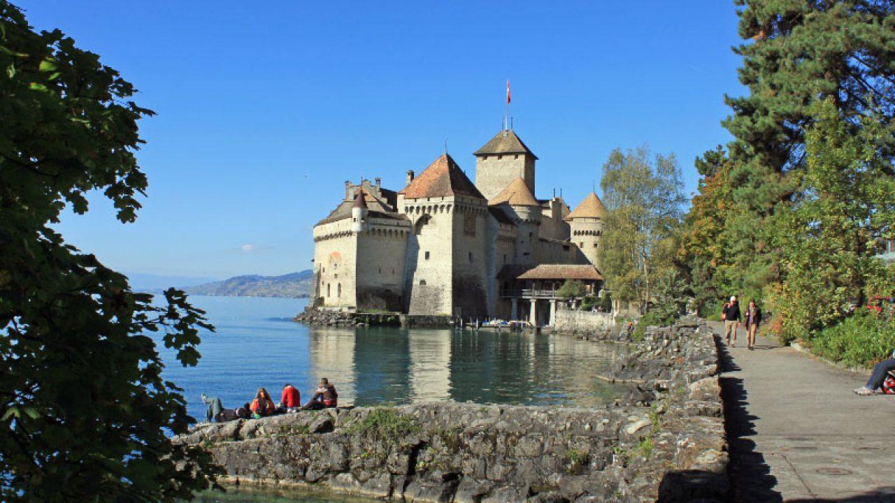 Photo Gallery of Chateau de Chillon Castle in Switzerland - Lake