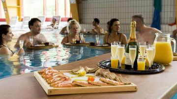 Champagne breakfast in the Walliser Alpentherme Leukerbad - Loeche les Bains