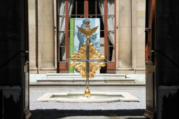 Golden peace dove in the courtyard of the Reformation Museum in Geneva