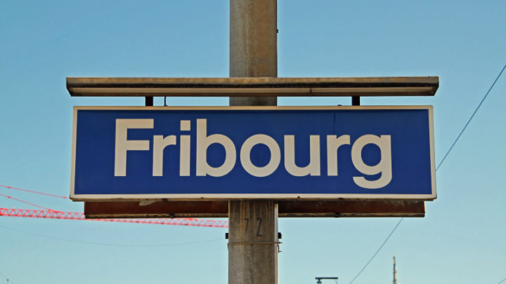 Fribourg Station Sign
