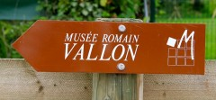 Sign pointing to the Roman Museum in Vallon