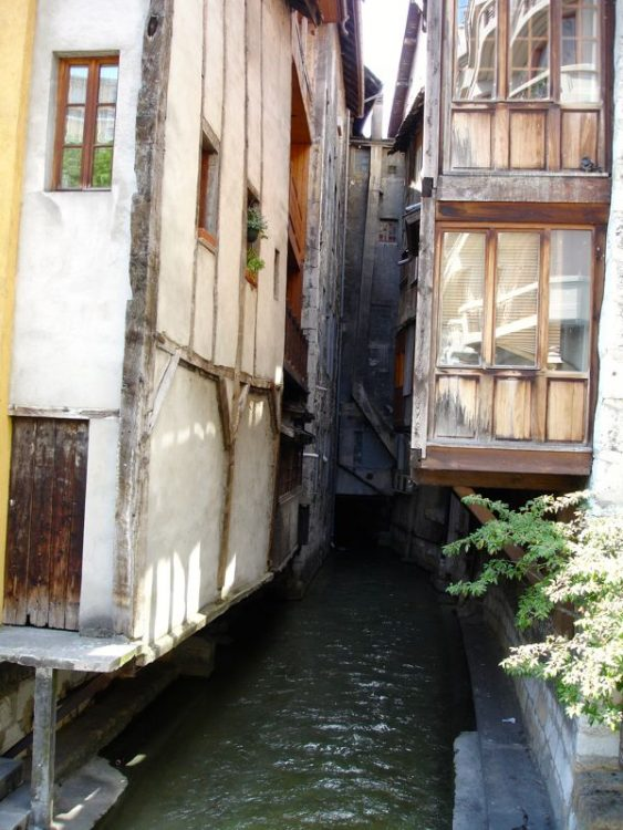 Overhanging Buildings in Annecy