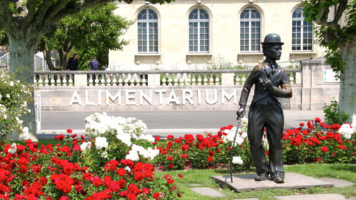 Charlie Chaplin Statue in front of the Alimentarium
