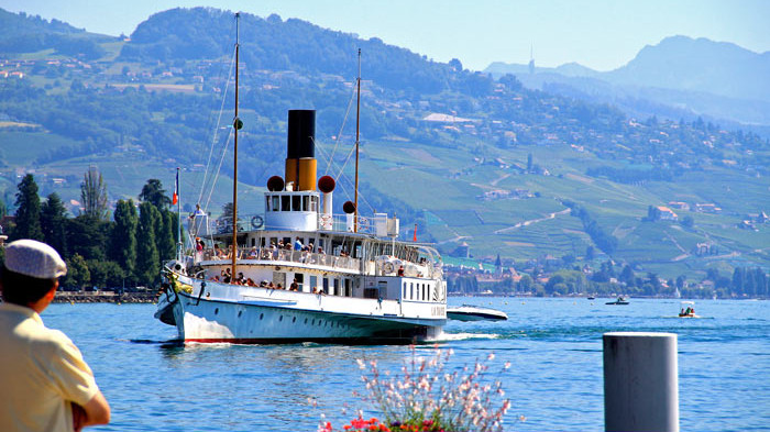 SS La Suisse approaching Lausanne-Ouchy