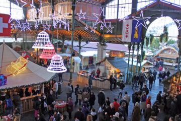 Marché de Noël à Montreux Christmas Market, Switzerland