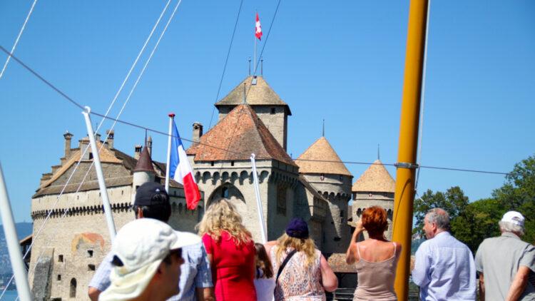 Approaching Chateau de Chillon on SS La Suisse